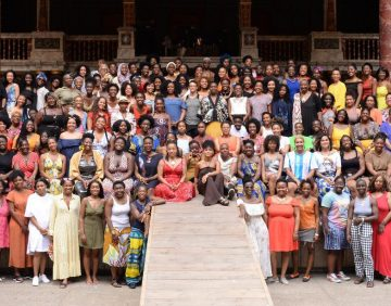 Photosoot of over 250 black womxn in theatre